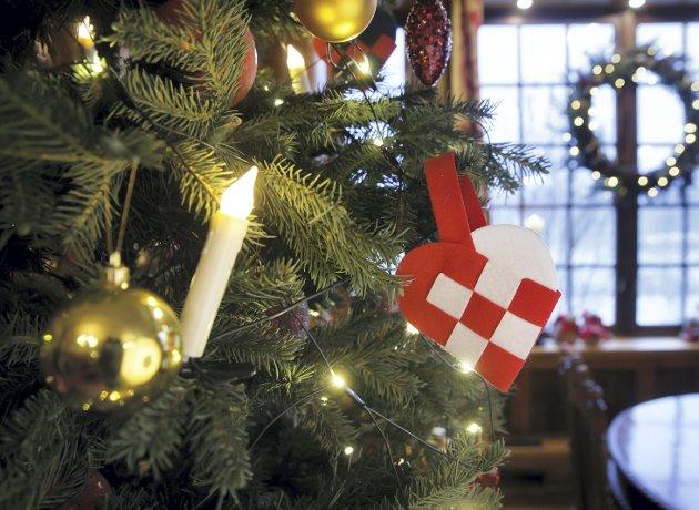 Tradisjonen med å pynte treet lille julaften kom i voksen alder for Chris Tvedt. Grunnen til at dagen var et høydepunkt allerede da forfatteren var liten, handler imidlertid om en skokk med familiemedlemmer, deilige dufter – og faren.