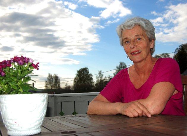 Tine Øverlier diskuterer flomsikringen i Brandbu.