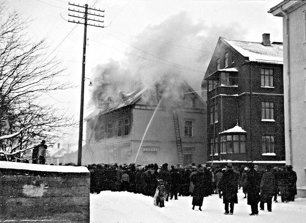 Brannen i Størmergården førte til at Peder. J. Rødsand lette etter nye lokaler og leide seg inn hos Berg i Vestfjordgata, hvor de etter hvert ble.