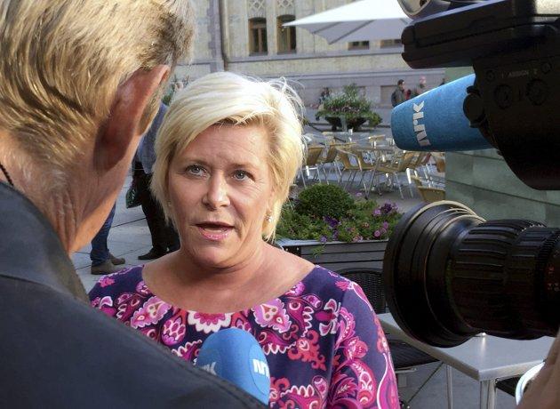 Det blåser: Frp-leder Siv Jensen har fått en IS-sympatisør og hennes syke barn i fanget. foto: scanpix