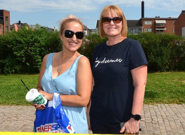 FULGTE MED BARNA: – Vi måtte jo ta en tur og følge opp barna våre, sier Kristina Palushaj (t.v.) og Gro Andersen smilende.