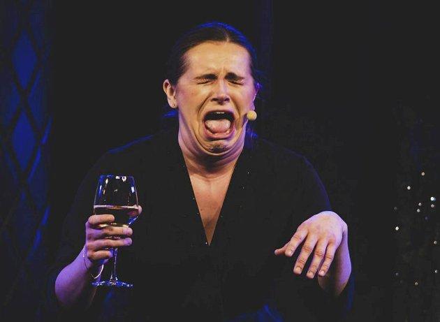 """Det kan føre til så mangt når en venninne ringer og inviterer deg med på """"et rolig glass vin""""..."""