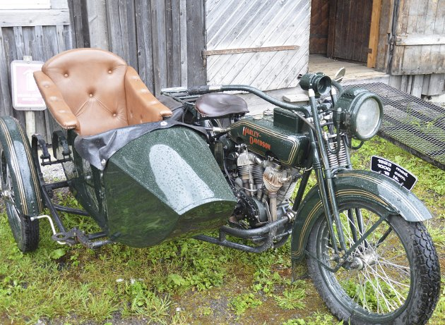 HARLEY: Harley Davidson med sidevogn fra 1923.
