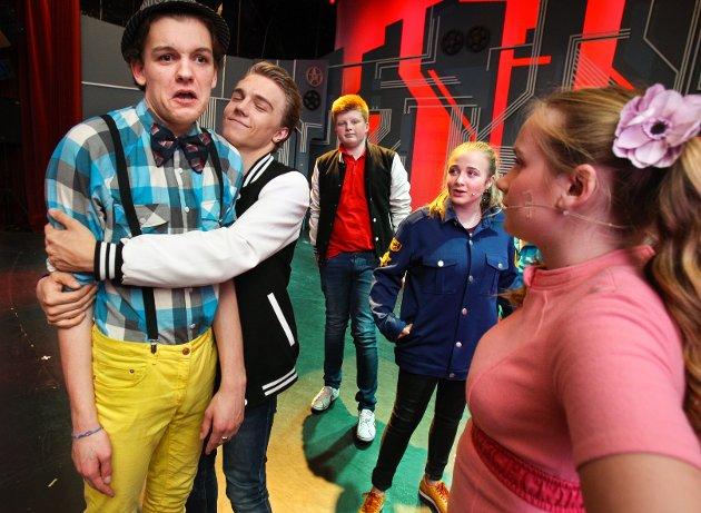 Teaterkråkene øver på musikalen Loserville som skal spilles på Parkteatret. Casper August Lindberg (Lucas) og Odin Trolltun (Eddie).