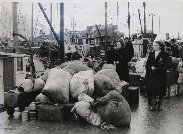 Fra tvangsevakueringen av Tromsø havn. Foto: Riksarkivet.