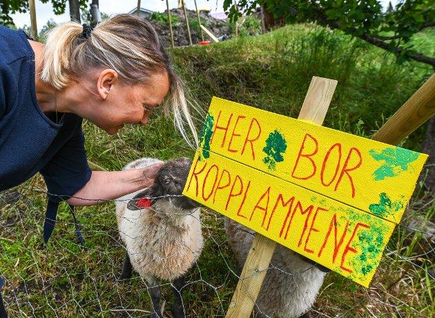Edel Kristin Brendberg med gårdsopphold og Airbnb utleie av det gamle huset på gården i Straumen.