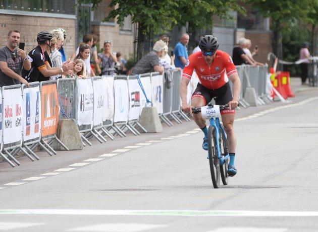 Ørjan Frøyland vant for 2. gang på rad. Han syklet på 2.46,35.