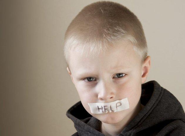 Barn føler at de selv har skyld: – Når barn for eksempel sitter med en forståelse av seg selv som slem, må vi voksne hjelpe dem med å skape ny mening og forståelse, skriver Ann Kristin Johansen.Foto: Colourbox