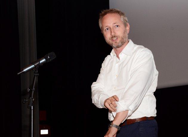 """OVERKLASSE: Bård Vegar Solhjell står i spissen for en politikk der """"naturvernpropagandaen får folk til å tåle så inderlig vel den rovdyrplage de ikke rammes av selv"""", skriver Arnt Orskaug."""