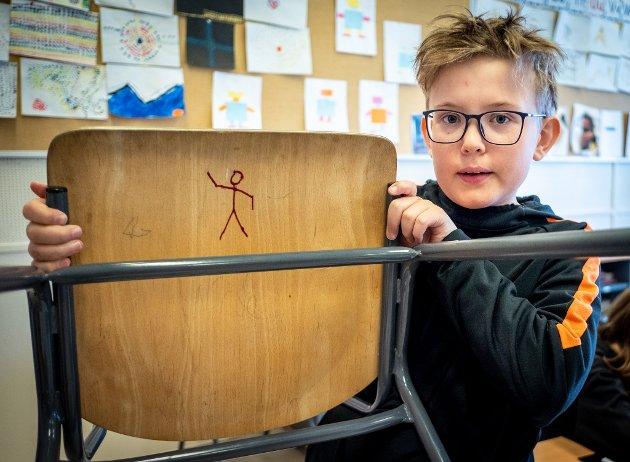 Gruben barneskole. Jakten på den mystiske strekmannen som dukker opp overalt på skola. Hvem står bak?