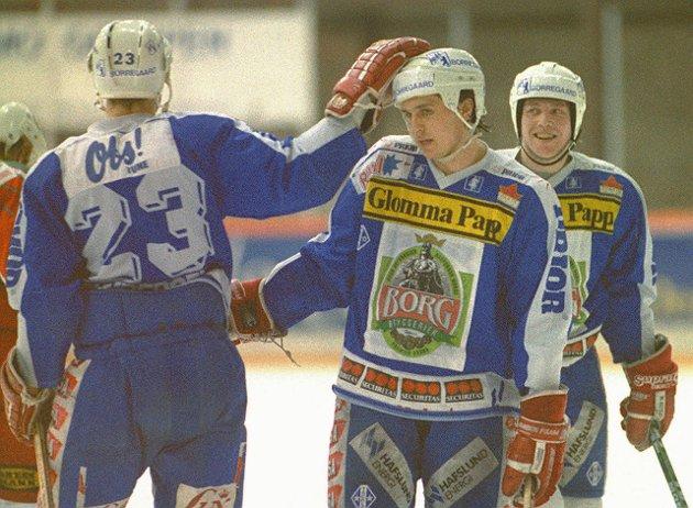 1995: SLik så det ut sist Sparta spilte kvalifiering for å unngå degradering fra eliteserien. Året var 1995, og Igor Mishukov (midt på bildet) ble hentet inn som forsterkning. Her feirer Igor, Jon Gunderen (til venstre) og Stiig Olsen en scoring.
