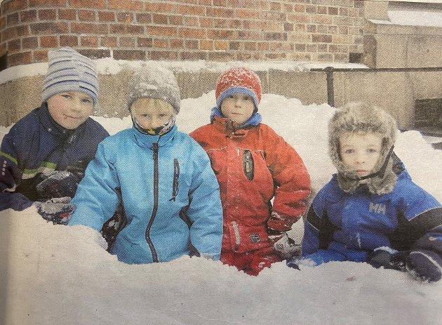 2010: Amta kunne fortelle at mange tok turen til Oscarsborg i desember. Her ser vi Fredrik (11) og tvillingene John og Mathias (9) med etternavnet Klüwer og Leon Aleksander Nilsen (5) var blant mange som tok turen til Oscarsborg.