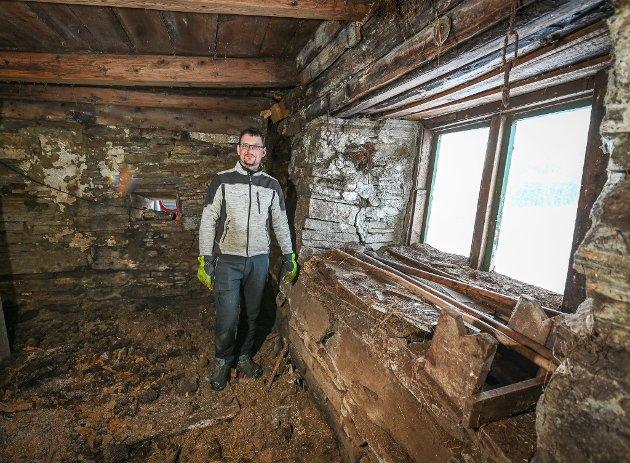 Jan Øystein Svaleng skal pusse opp et gammelt driftsbygg hjemme på Storstrand i Utskarpen, slik at sauene hans har et krypinn når det er dårlig vær.