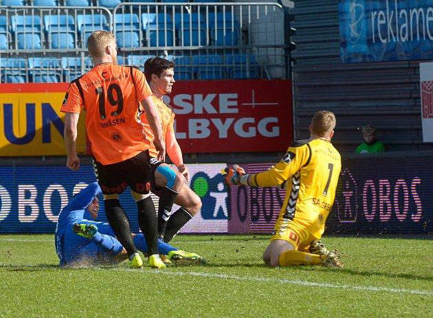 Kjell Rune Selin scorer 1-1 på Komplett stadion