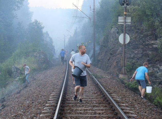 BRANNUTSATT:Fra brannene langs Gjøvikbanen søndag 1. juli,her ved Lurslia