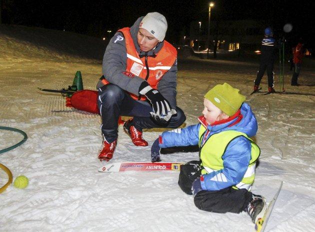 Helgeland Kraft skiskole på Kippermoen. Hver mandag siden midten av januar har Joakim Klaussen Aakvik og de andre instruktørene fra Mosjøen IL Ski og Vefsn Hopp laget aktiviteter for barna.