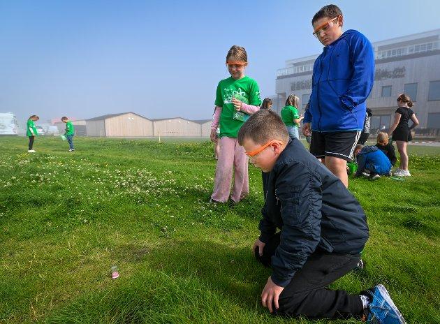 Kan vann eksplodere? Det får de unge forskerne finne ut av under Sommerlaben.