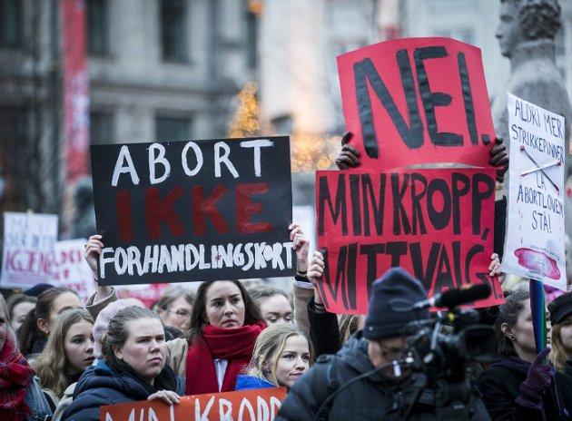 FRIHET: Årets hovedparole handler om mye mer enn fosterreduksjon som isolert sak. Det handler om at vi som kvinner igjen må forsvare vår rett til å bestemme over egen kropp. FOTO: NTB SCANPIX