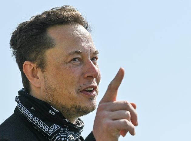 FILE PHOTO: Tesla CEO Elon Musk gestures as he visits the construction site of Tesla's Gigafactory in Gruenheide near Berlin, Germany, August 13, 2021. Patrick Pleul/Pool via Reuters/File Photo
