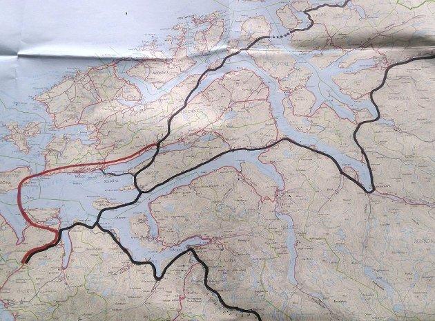 OMVEI: Se på kartet med rød strek hvor stor omveien om Otrøya/Midsund blir, skriver Romsdalsaksen.