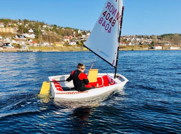 Kristoffer Randall seiler i Drøbaksundet