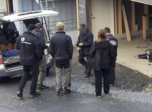 KONTROLL: A-krimsenteret i Nordland avdekket flere alvorlige forhold under kontroll på Mo nylig. Dette bildet ble tatt under kontrollen.