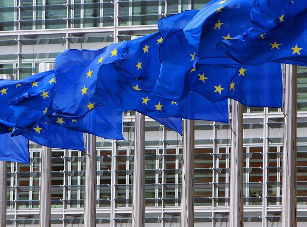 Den eneste måten for Norge å rive seg løs fra de markedsliberalistiske klørne til EU er å si opp EØS-avtalen, skriver artikkelforfatteren.