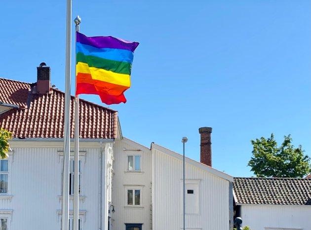 - Jeg har tatt initiativ til at Risør kommune har flagget utenfor Risørhuset under Skeive Sørlandsdager hvert år siden 2017, skriver ordfører Per Kr. Lunden i dette innlegget.