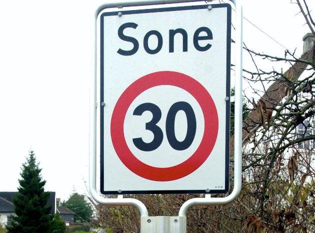 Når 30-grensen er opphevet, kan man vel kjøre i 50 km/t til man ser et nytt trafikkskilt, mener en leser.