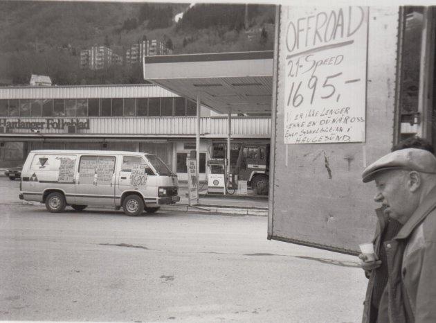 Motiv fra Shell-stasjonen i april 1993.