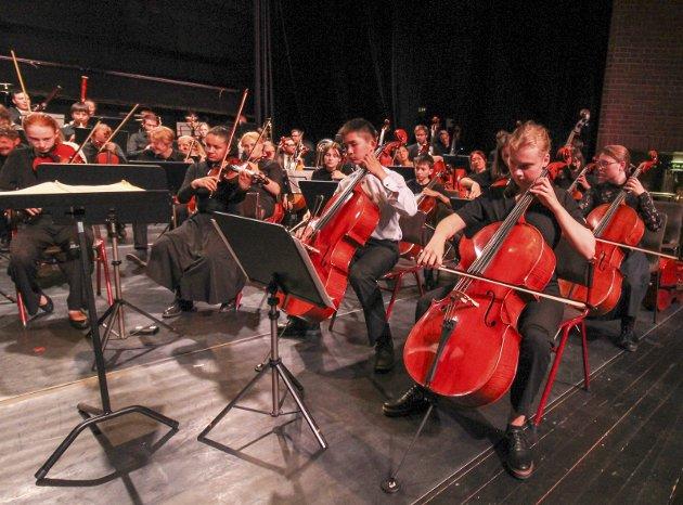 Festspillene Helgeland ble avsluttet med symfonisk festkonsert lørdag kveld. Toppensymfonikerne gjorde en strålende innsats.