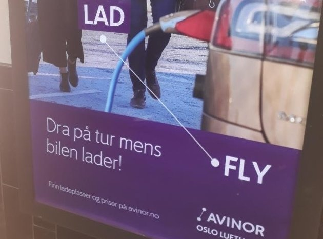 Kritisk: Innsenderen reagerer på Avinors reklameplakat og mener den oppfordrer til mer fly- og bilbruk.