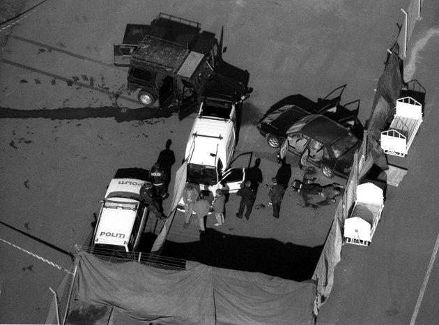 29. september 1994: Gisseldramaet på Torp. Det startet med ran av Østre Halsen postkontor. Det hele er over. På bakken ligger den ene gisseltakerne død.