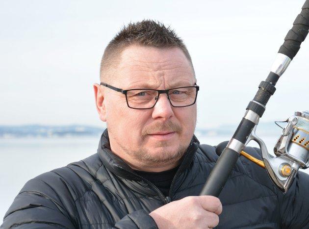 Hvor mange av innbyggerne i Steinkjer kommune er det som vet at de er medeiere av Steinkjerelva? Hvorfor kan det ikke fiskes i Steinkjerelva, når det kan fiskes i Byaelva som er lengre opp i elva, spør Ståle Berg.