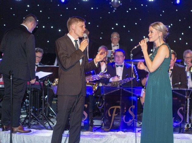 Duett: Jostein Hasselgård og Eva Iselinn Erichsen fremførte flere duetter under torsdagens forestilling.