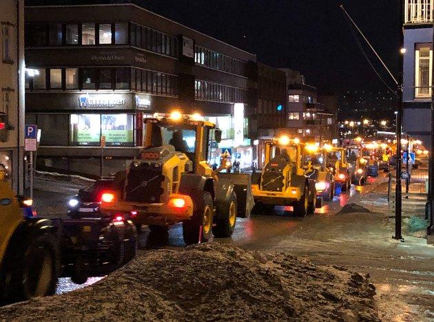Kolonnen strakk seg langt gjennom Narvik sentrum fredag ettermiddag.