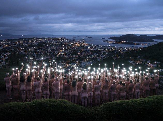 Suksess: Spencer Tunicks bildeserie «Bodø Bodyscape» er blitt en stor suksess, mener kulturleder Helge Grønmo.