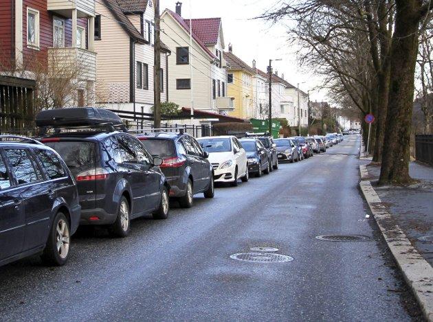 Løbergsveien: En                    BA-leser er lei av at store arbeidsbiler parkerer i området. Bilde til illustrasjon.foto: ba