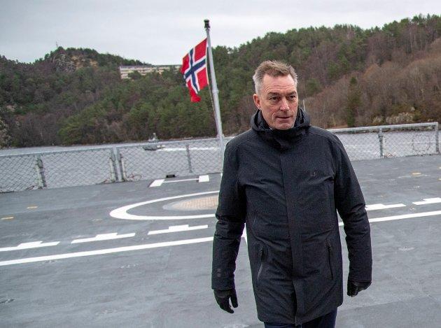 Forsvarsminister Frank Bakke-Jensen (H) ble ansatt som ny fiskeridirektør av sine egne i regjeringen gjennom en rotete, uoversiktlig og ikke spesielt habil prosess. Fiskeridirektoratet trenger en annen direktør. Arkivfoto: Eirik Hagesæter