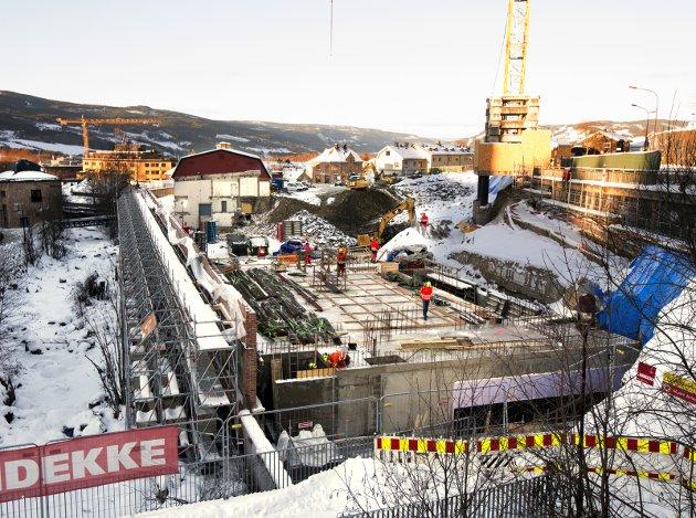 BOPLIKT i SENTRUM: Politikerne vil ha flere til å bosette seg i Lillehammer sentrum. Derfor fortettes det. Derfor bygges det. Men hva gjør politikerne om sentrum blir en ny hytteby?