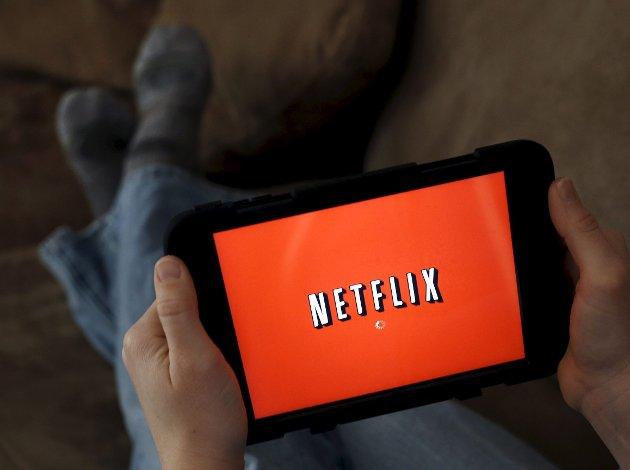 Siden stadig flere velger å strømmetjenester som Netflix, har det ført til smalhans for norske støtteordninger for film og drama. Konsekvensen er mindre penger til norske produksjoner.
