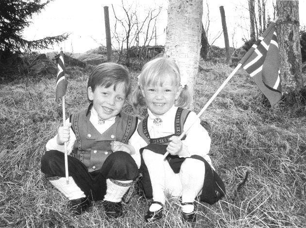 17. mai 1992 Kenneth Bjorheim (4år), Stine Smedbakken (3 år) i Tverrbygda