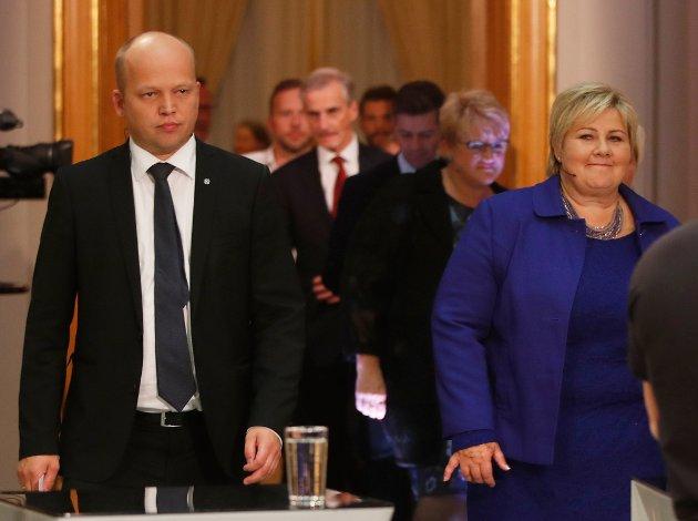 SMILER BREDEST: Erna Solberg (H) beholder etter all sannsynlighet sin posisjon som statsminister. SP-leder Trygve Slagsvold Vedum kan notere et brakvalg over hele landet, men det holder ikke inn etter et svært dårlig valg for Arbeiderpartiet.