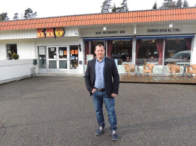 Ramigius Daugela er daglig leder for Norgesporten Motell. Nå har de åpnet kafé og pusset opp gamle Grødahls Kro.