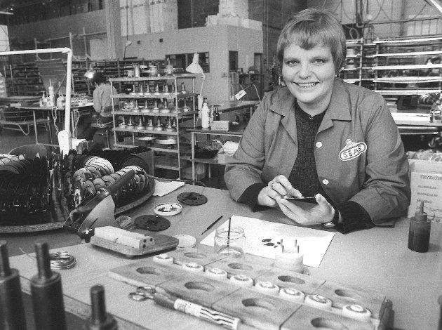 Seas Fabrikker 1981. Klubbformann Liv Stensrud.