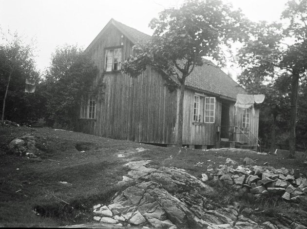 Ise Glassverk lå på Nes gård i Skjeberg. Driften startet i 1811 - og det antas at virksomheten opphørte i 1816 på grunn av mangel på brensel. (Foto: Riksantikvaren)