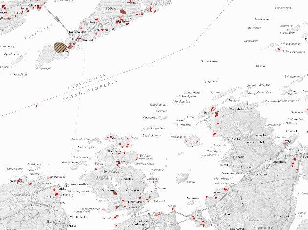 Området mellom Edøy og Solskjel er fullt av kulturminner fra forhistorisk tid, skriver Jarle Stavik. De aller fleste av prikkene er gravrøyser i tillegg til flere steinalderboplasser. Solskjel skiller seg slik ikke ut fra resten av Mørekysten. Kilde: Askeladden, Riksantikvaren.