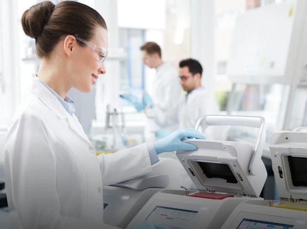 Mikrobiologiske laboratorier utfører mange hundre Covid19-tester daglig