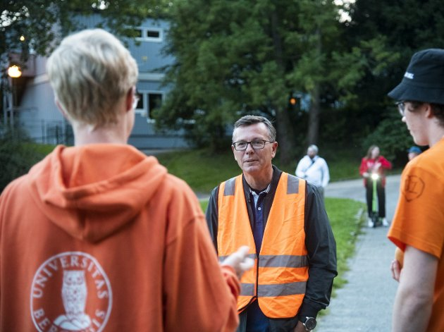 – UiBs rektor Dag Rune Olsen oppfordrer oss til å sende konkret kritikk til Universitetet i Bergen. Dette brevet er til dere. Jeg finner det kritikkverdig at dere besluttet å gjennomføre fadderuken, skriver Vivian Skaten Nesse i dette innlegget. Foto: AGNIESZKA IWANSKA