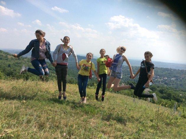 Glimt fra sommerskolen i Nisporeni, Moldova. Samarbeid mellom Follo og Nisporeni Soroptimistklubber.